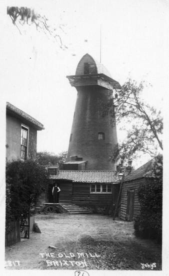 Brixton Windmill, showing the viewing platform. Photo. 1925 Image: © London Borough of Lambeth/ Lambeth Archives